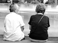 高齢の女性二人